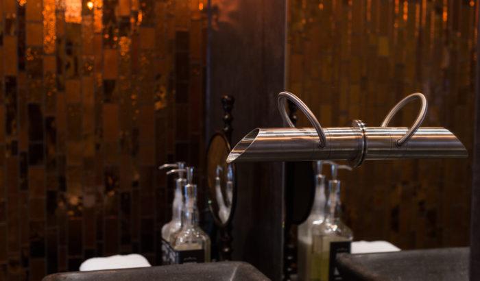 boutique-hotel-zaandam-manzo-suites-badkamer-wasbak-kraan-detail