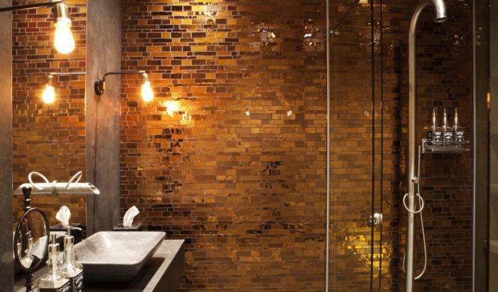 boutique-hotel-zaandam-manzo-suites-badkamer-douche-wasbak-kraan-detail