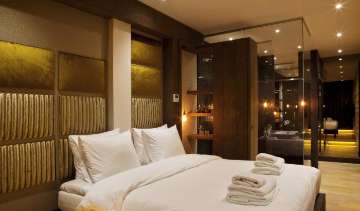 boutique-hotel-zaandam-manzo-suites-kamer-bed-linnen