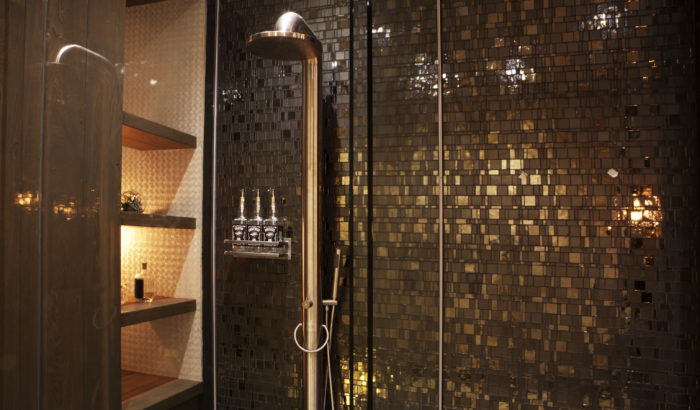 boutique-hotel-zaandam-manzo-suites-badkamer-regendouche-wand