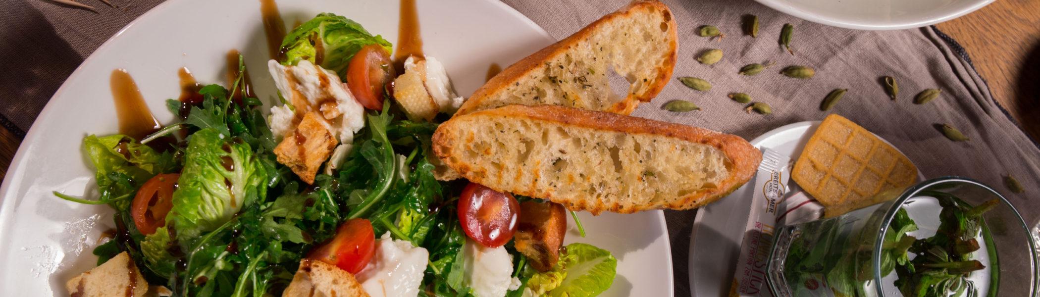 restaurant-zaandam-manzo-bar-bistro-menu-salade-munt-thee